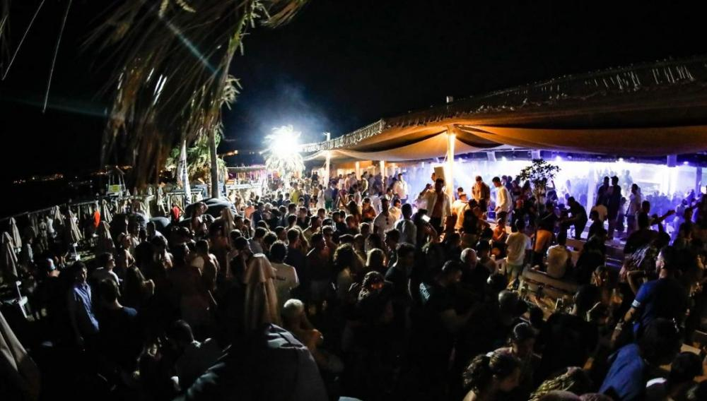 Ζευγάρι θετικό στον κορωνοϊό έσπασε την καραντίνα και πήγε σε πάρτι με 400 άτομα
