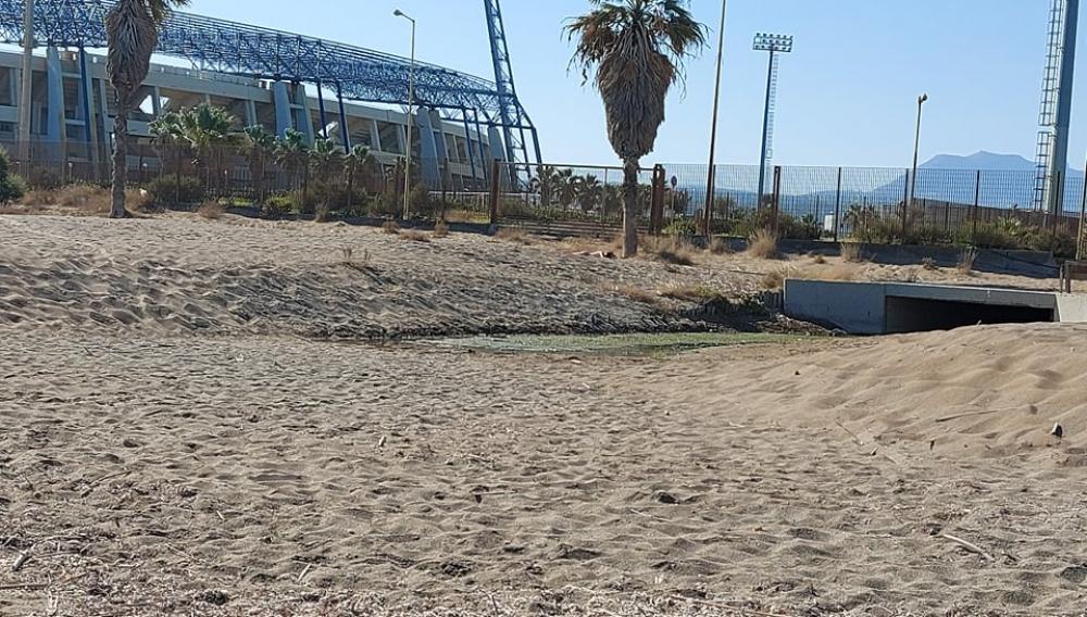 Ηράκλειο: Μια πρωινή βόλτα αποκαλύπτει τα... χάλια της παραλίας (φωτογραφίες)