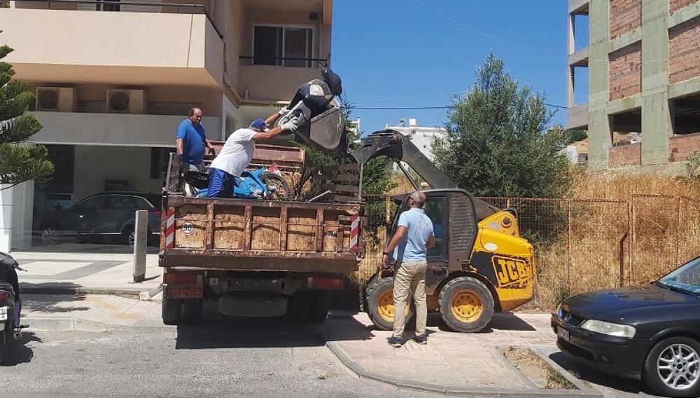 Κρήτη: Εκστρατεία για την απομάκρυνση των εγκαταλελειμμένων αυτοκινήτων