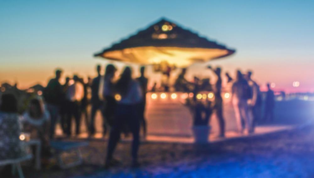 Κορωνοϊός: Λουκέτο και τσουχτερό πρόστιμο 15.000 ευρώ σε beach bar