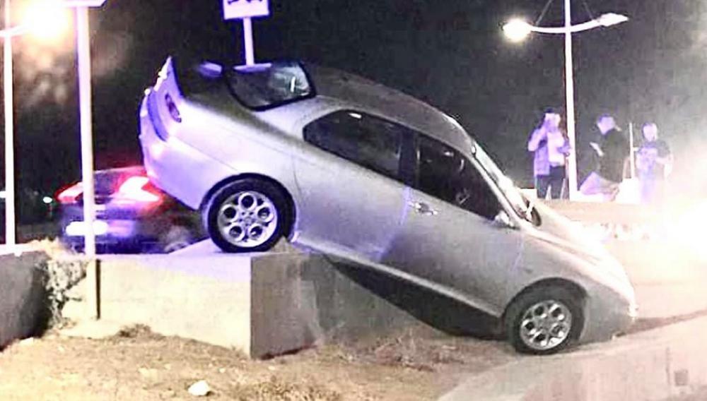 Ηράκλειο: Έκανε το αυτοκίνητο... 4Χ4 στην παραλιακή λεωφόρο! (φωτογραφία)