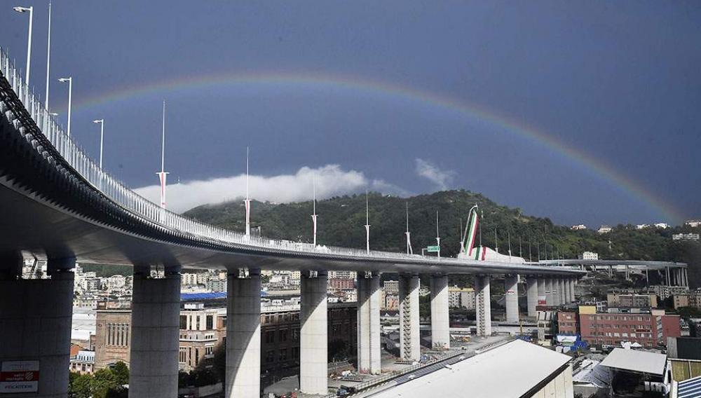 Εγκαίνια για τη νέα γέφυρα στη Γένοβα