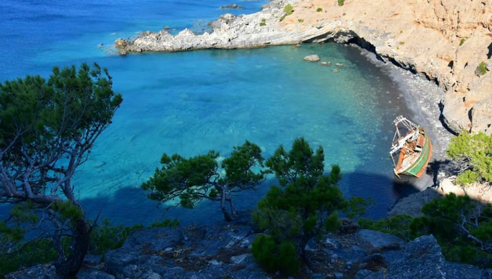 Η Κρήτη έχει τη δική της παράλια με το ναυάγιο (φωτογραφιες)
