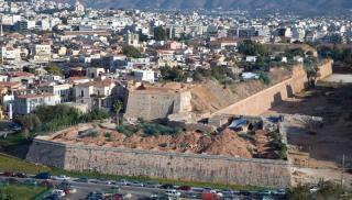 Ηράκλειο: Έπεσε από τα Ενετικά Τείχη βάζοντας τέλος στη ζωή της