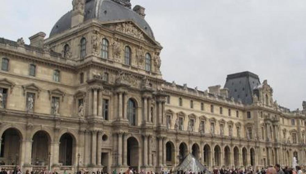 Σαν σημερα ανοίγει τις πύλες του το μουσείο του Λούβρου.