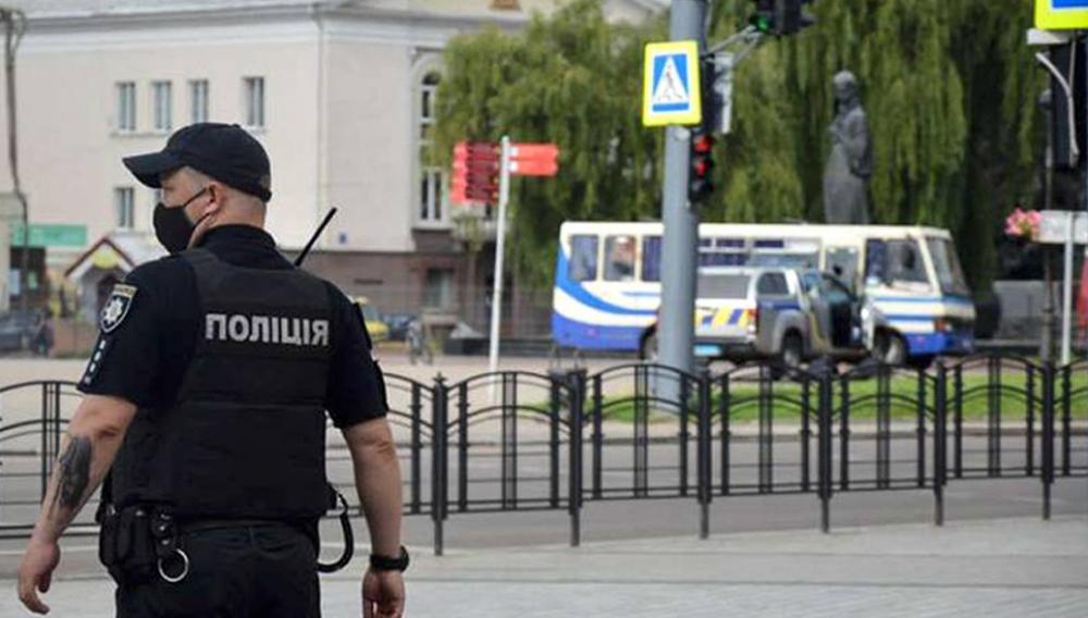 Ουκρανία: Όμηρος αστυνομικός από άνδρα με χειροβομβίδα