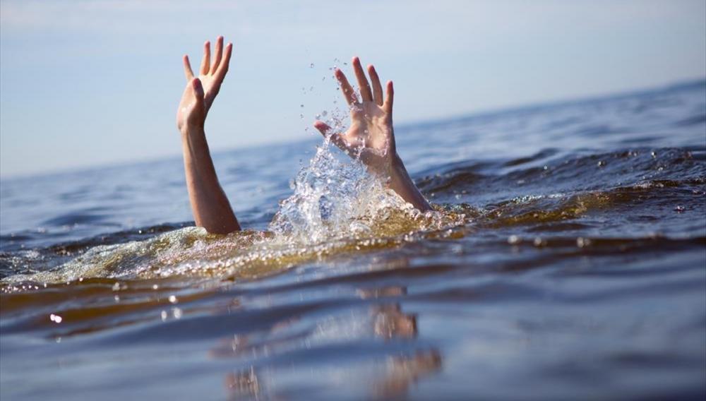 Κράμπα στη θάλασσα: πώς αντιμετωπίζεται;