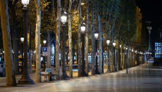 Ερημη πόλη το Παρίσι μετά το νέο lockdown (φωτογραφίες)