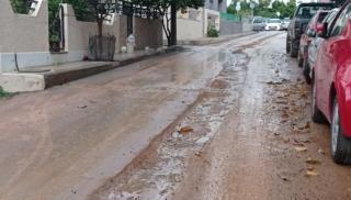 Ηράκλειο με... βροχή: Δρόμοι μέσα στη λάσπη στα εργοτάξια των γειτονιών της πόλης! (φωτογραφίες)