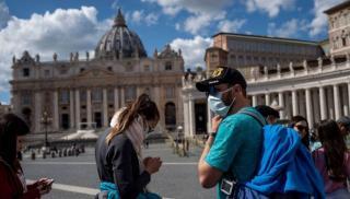 Ιταλία: Από αύριο υποχρεωτική η χρήση μάσκας σε όλους τους ανοιχτούς χώρους