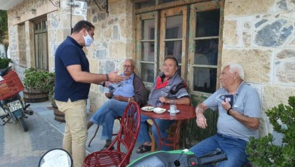 Συζήτηση με τους ηλικιωμένους κατοίκους του Δήμου