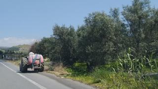 Κρήτη: Αγρότης τραυματίστηκε- Στριμώχθηκε ανάμεσα στο τρακτέρ και μια ελιά
