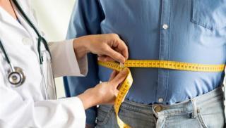Περισσότερες πιθανότητες να κολλήσουν κορωνοϊό έχουν οι παχύσαρκοι