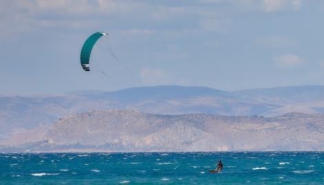 Ρόδος: 2 άτομα «έφυγαν» από kitesurfing