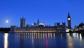 Κρίσιμη για τη Βρετανία η αποφυγή νέου lockdown