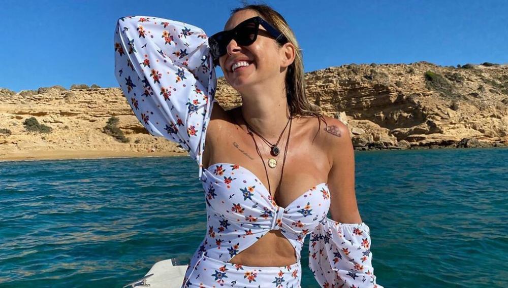 H Μελίνα Ασλανίδου ποζάρει με μαγιό.... το καλοκαίρι δεν τελειώνει