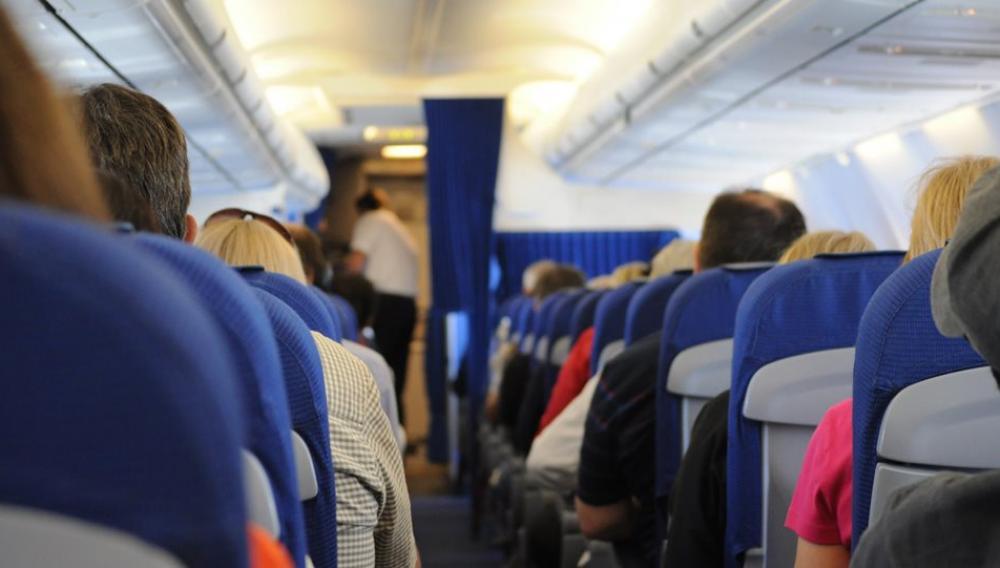 Αναστάτωση σε πτήση Αθήνα - Ηράκλειο: Επιβάτιδα αρνούνταν πεισματικά να φορέσει μάσκα