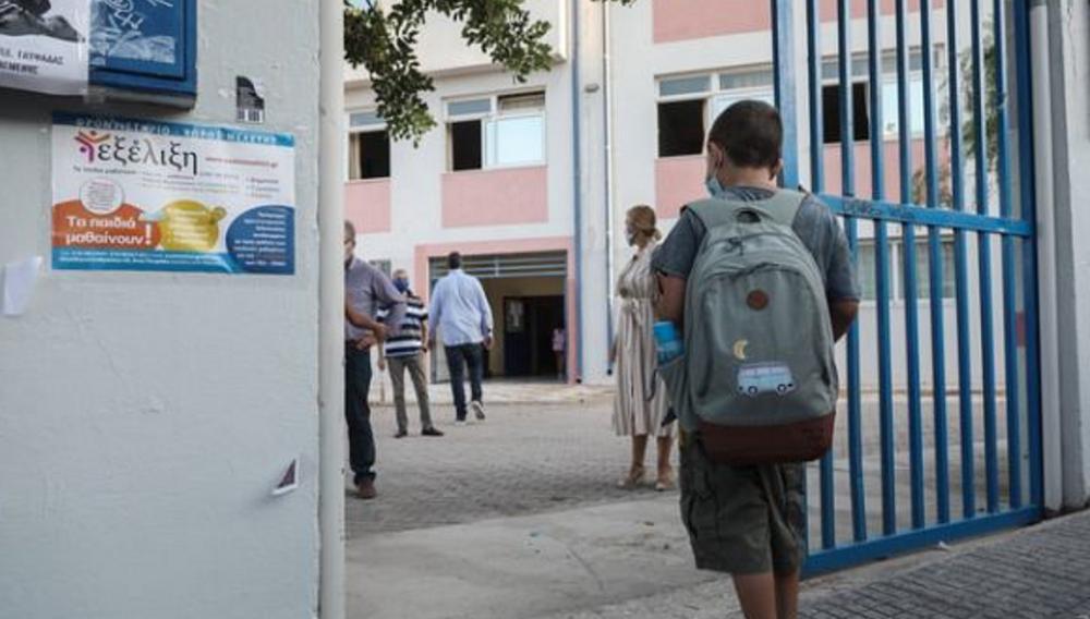 Κρήτη: Συνελήφθη ο γονέας που χτύπησε καθηγητή για τη μάσκα