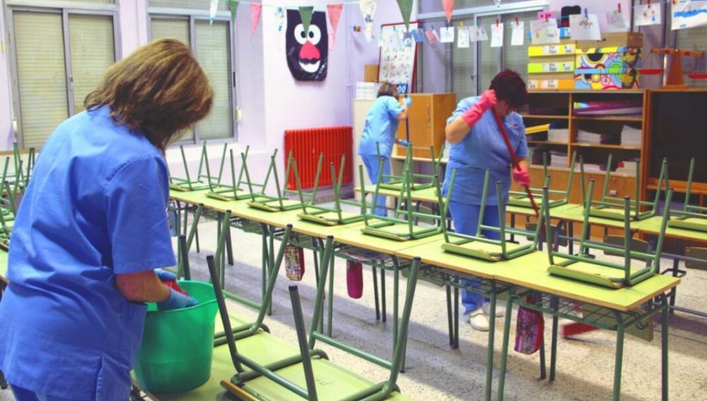 Θέμα newhub.gr: Σχολεία χωρίς καθαρίστριες: Γονείς και δάσκαλοι πήγαν και απολύμαναν τους χώρους