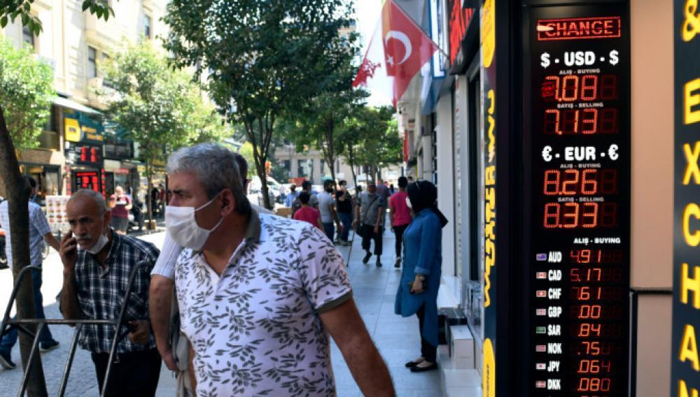 Γιατί οι Τούρκοι στρέφονται στο δολάριο και τα ευρωμόλογα...