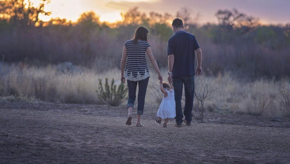 Τα 7 πολύτιμα μαθήματα που οι γονείς διδάσκουν καλύτερα απ' τους δασκάλους