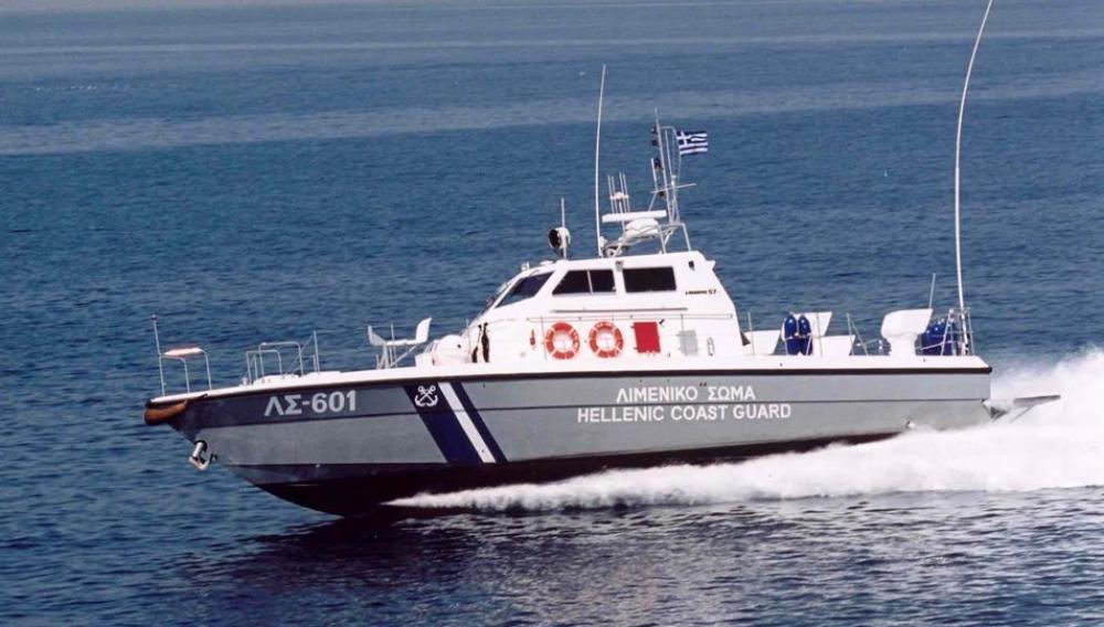 Ακυβέρνητο σκάφος με 55 μετανάστες