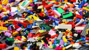 Η εταιρεία LEGO αποφάσισε να επενδύσει έως 400 εκ $ για την εφαρμογή περιβαλλοντικά φιλικών δράσεων