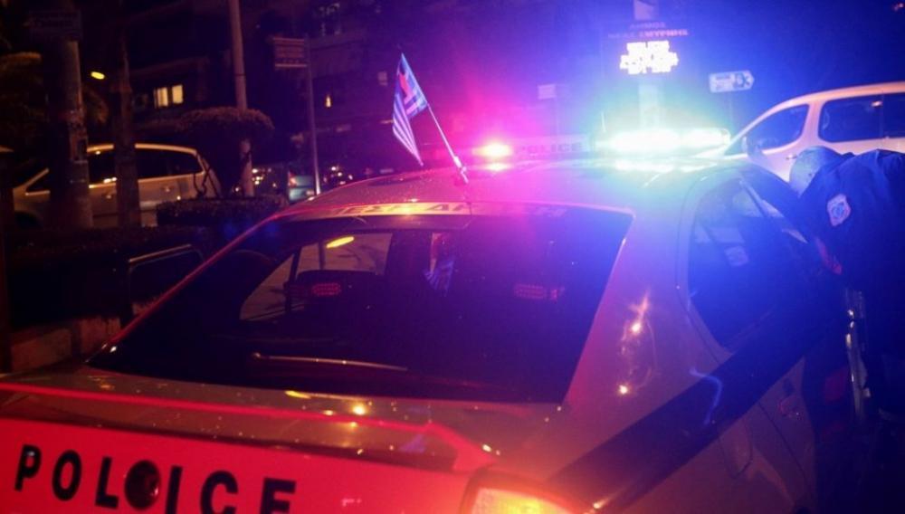 Μεθυσμένος μπήκε με το αυτοκίνητο σε καφετέρια - Πελάτες έπεφταν στη θάλασσα
