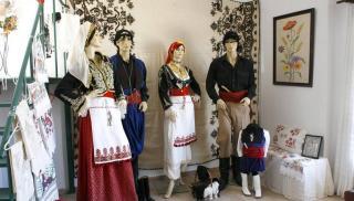 Η ανδρική και γυναικεία κρητική φορεσιά