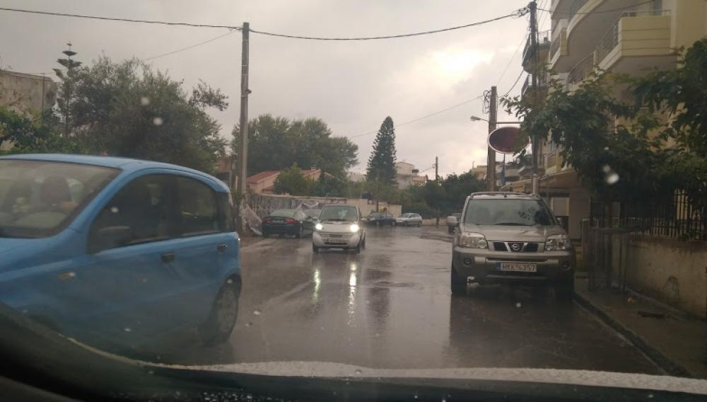 Ηράκλειο: Είδαν τους δρόμους να γίνονται ποτάμια - «Σπάσανε» τα τηλέφωνα της Πυροσβεστικής