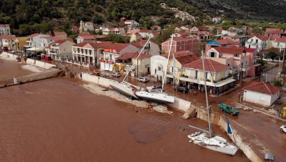 «Κατέβηκαν τα βουνά, όλα τα σπίτια στην Αγία Ευφημία και στην Άσσο έχουν πλημμυρίσει»