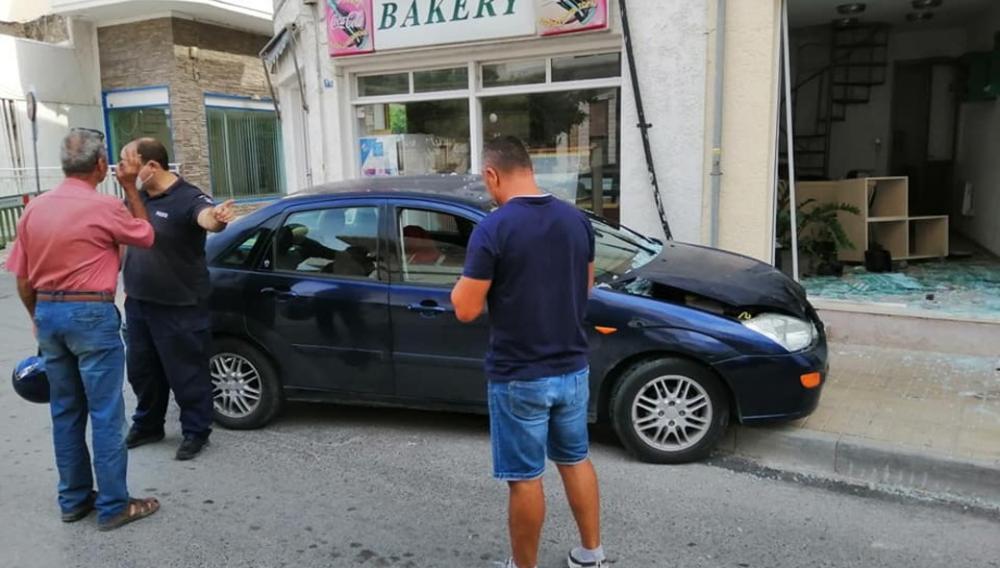 Κρήτη: Αυτοκίνητο έπεσε σε… τζαμαρία