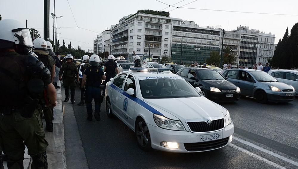 Ενταση με διαδηλωτές που επιχείρησαν να κατευθυνθούν προς την τουρκική πρεσβεία