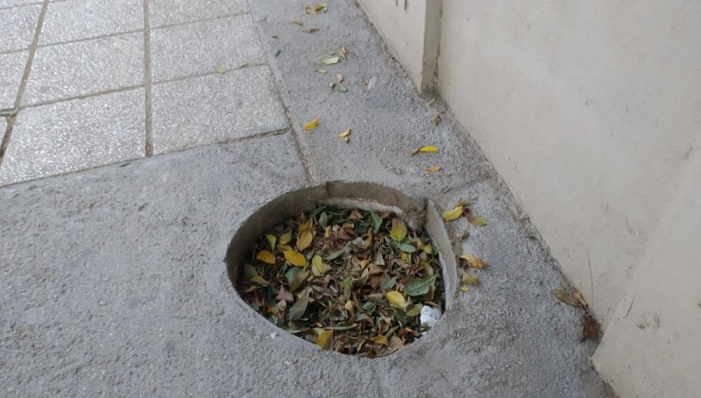 Ηράκλειο: Μια λακκούβα στην οδό Κονδυλάκη... (φωτογραφίες)