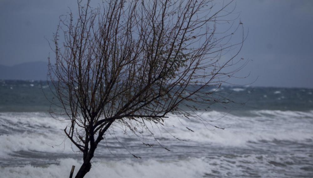 Κρήτη: «Σαρώνουν» οι νοτιάδες- Προβλήματα στις πτήσεις