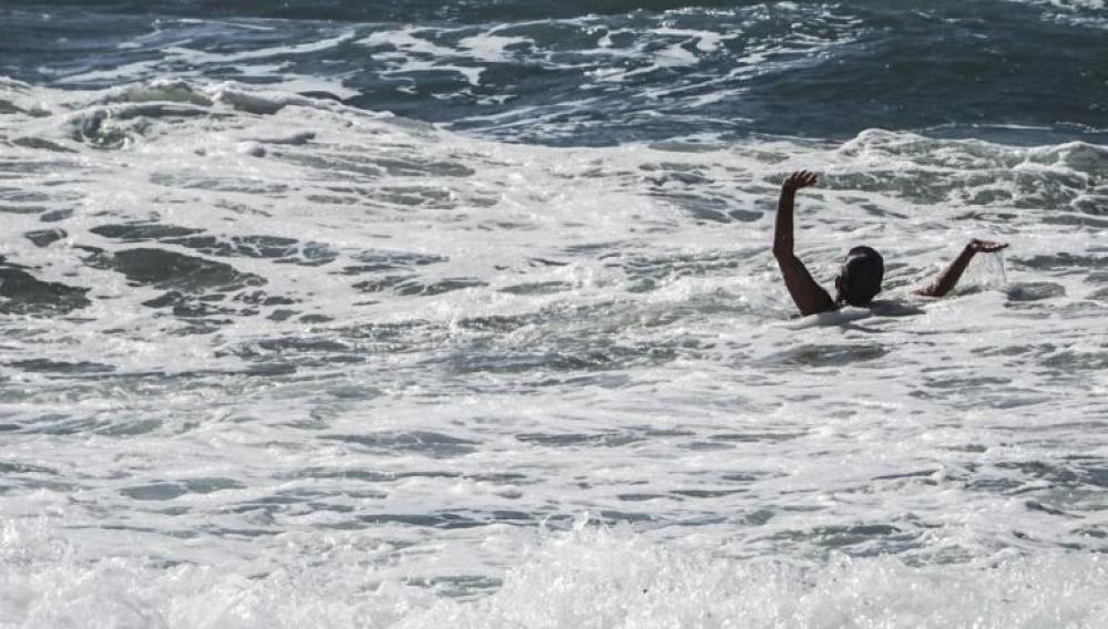 Κρήτη: Παρασύρθηκε από το νοτιά - Σώθηκε από τους λουόμενους