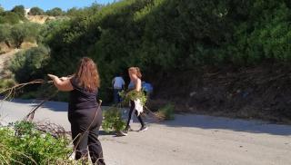 Οι κάτοικοι της Κόξαρης πήραν τις… σκούπες (φωτογραφίες)