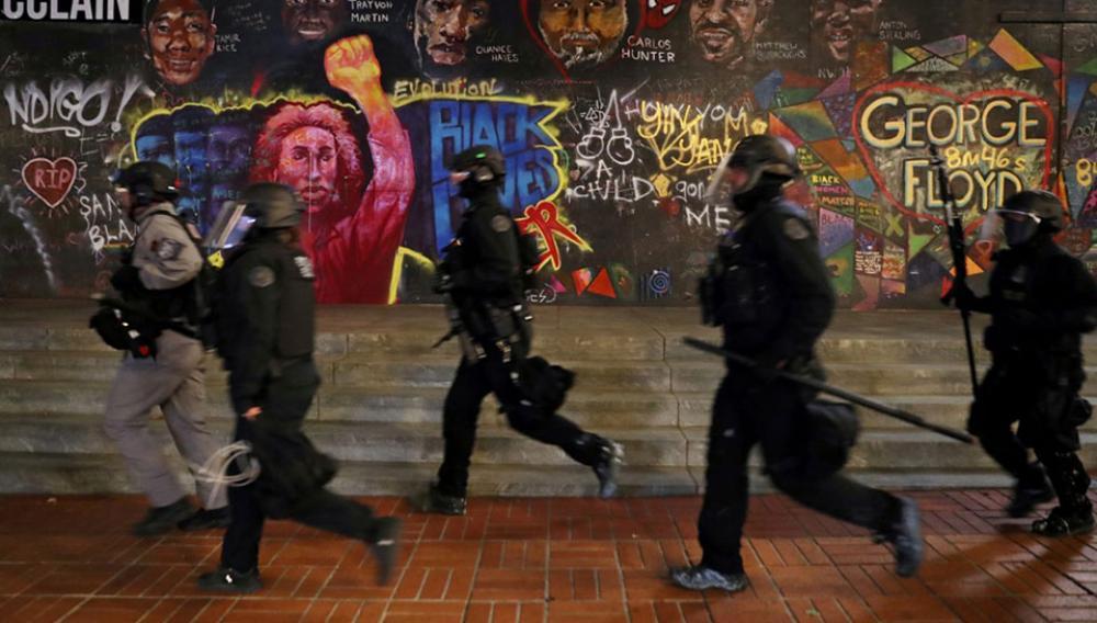 Βίαιες συγκρούσεις ύστερα από πορεία ακροδεξιών