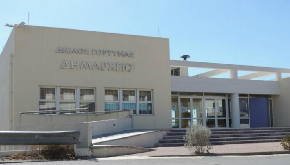 Ραντεβού και θερμομέτρηση για είσοδο στο Δημαρχείο Γόρτυνας λόγω κρούσματος
