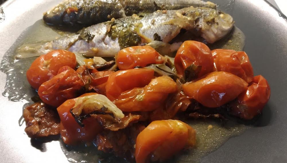 Καλαμόγοπες μέσα στα… ντοματίνια – Το απόλυτο καλοκαιρινό πιάτο!