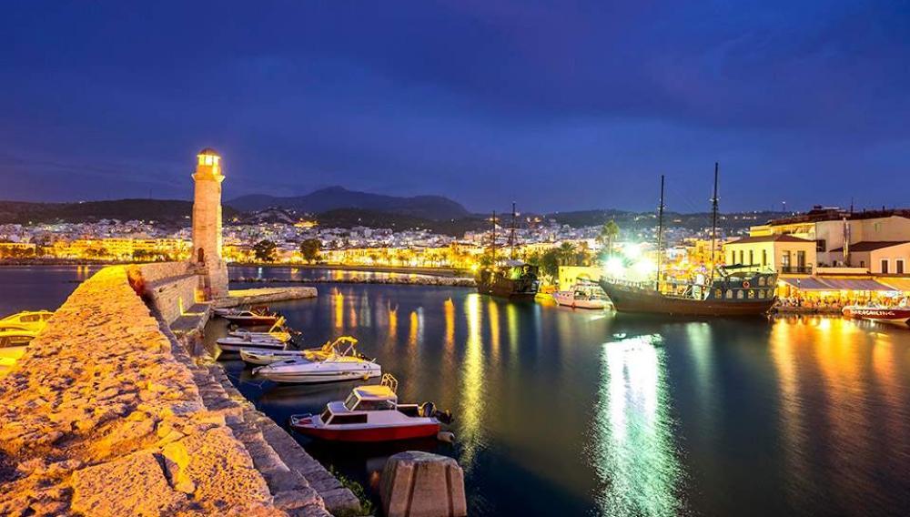 Κλείνουν τα ξενοδοχεία στην Κρήτη μετά την καραντίνα των Βρετανών