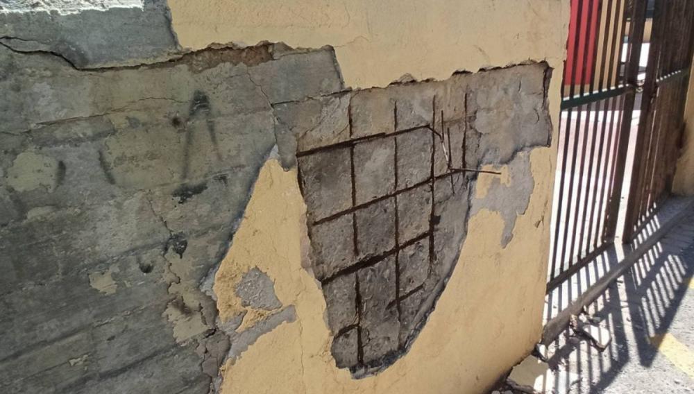 Θεμα newshub.gr: Ενα κτιριακό συγκρότημα γεμάτο παγίδες λίγο πριν ξεκινήσει η νέα χρονιά! (φωτογραφίες)