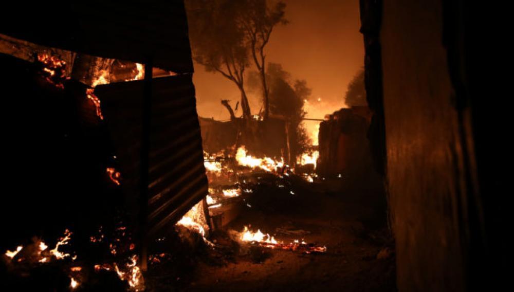 Εξετάζεται το ενδεχόμενο προβοκάτσιας για τη φωτιά στη Μόρια