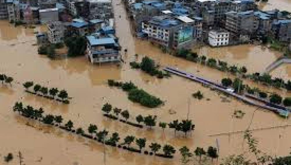 Πλήγμα για την Κίνα: Πλημμύρες με 140 νεκρούς και σφοδρές βροχοπτώσεις